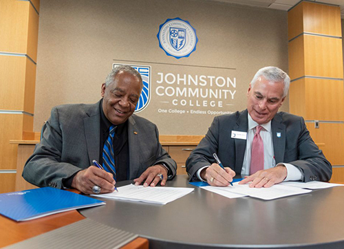 President and Chancellor sign ageement