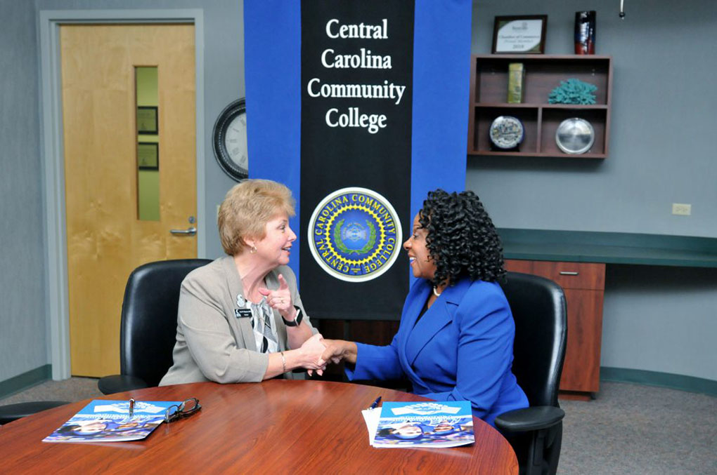 Photo of Chancellor Valentine and President Chapman signing document. Dr. Peggy Valentine, Interim Chancellor of Fayetteville State University